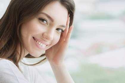 笑顔が綺麗な女